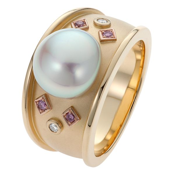 Pearl Ring With Pink & White Diamonds in Yellow Gold