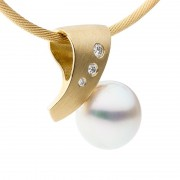 Yellow Gold Pendant With Brilliant Pearl - The Arcadia