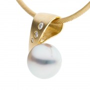 Pearl Pendant in 18ct Yellow Gold - The Arcadia