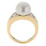 Pearl and Diamond Ring In 18ct Yellow Gold - The Bermuda