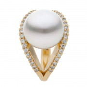 Yellow Gold Ring With Broome Pearl and Diamonds - The Dream Dancer