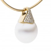 Broome Pearl and Diamond Pendant - The Pave Essence